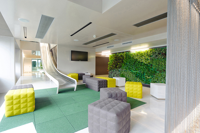 New headquarters of microsoft in vienna boex for Garden office interiors