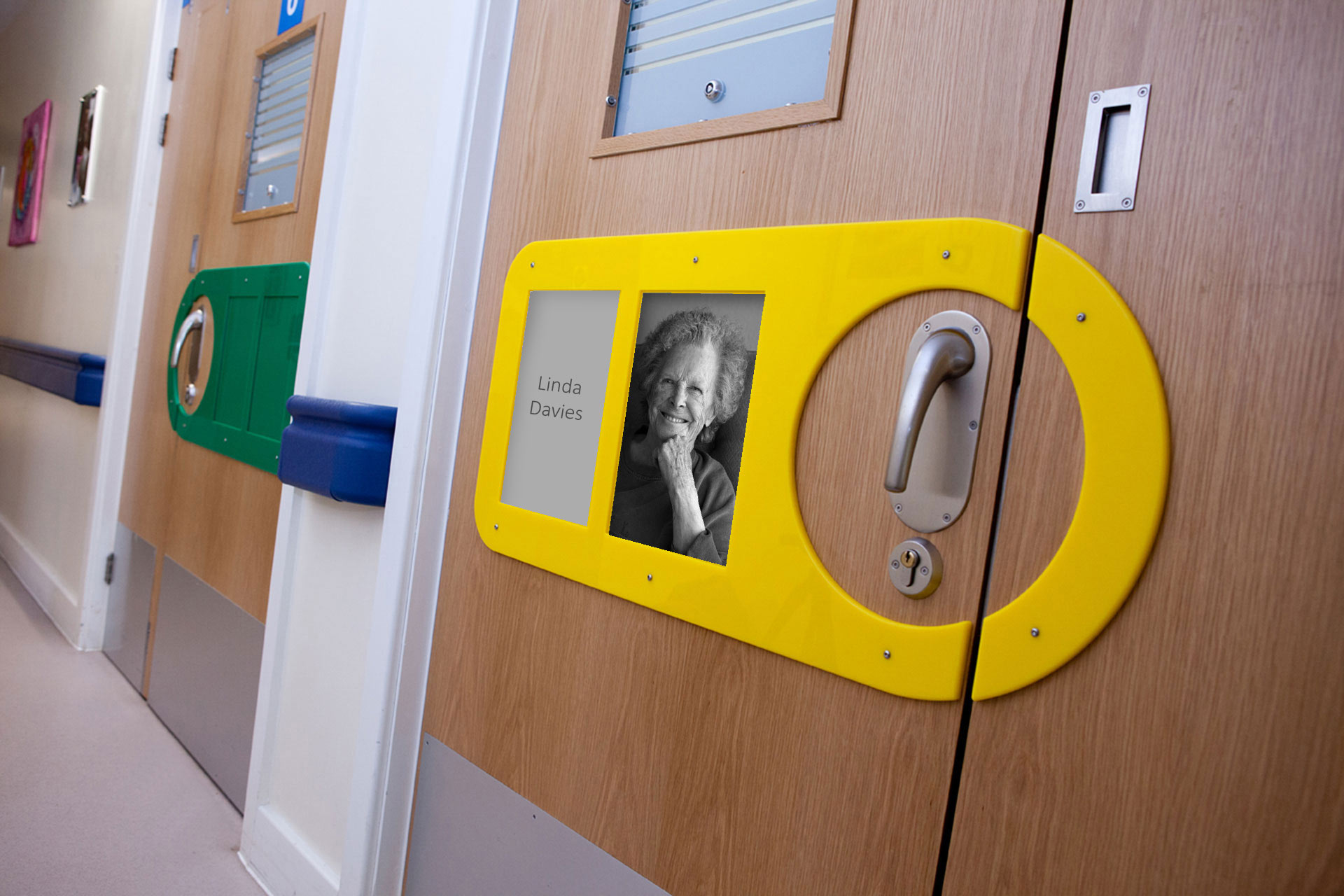Personalised door signs to act as visual aids for patients with dementia