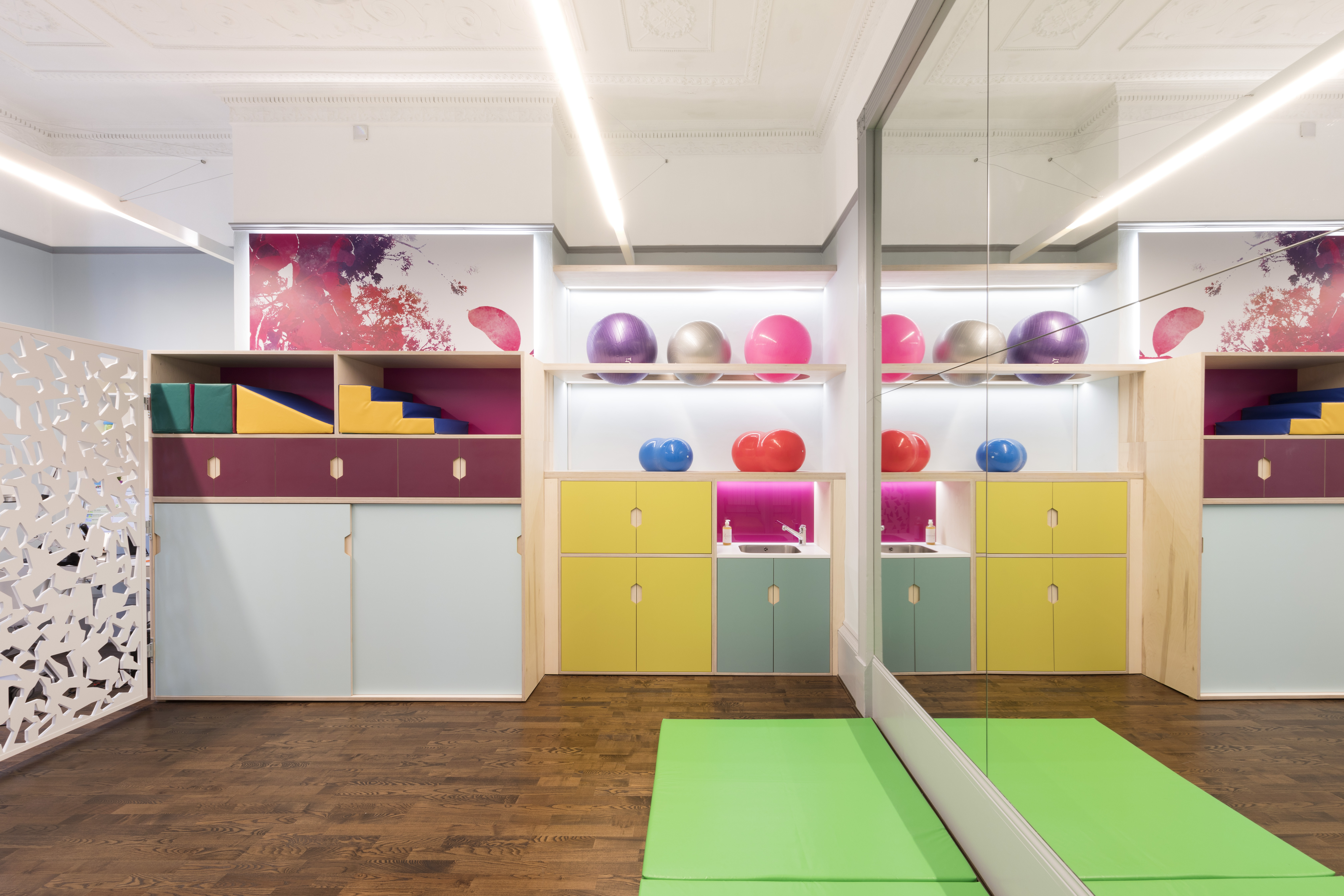 Bright and colourful largescale wall prints in pediatric healthcare interior